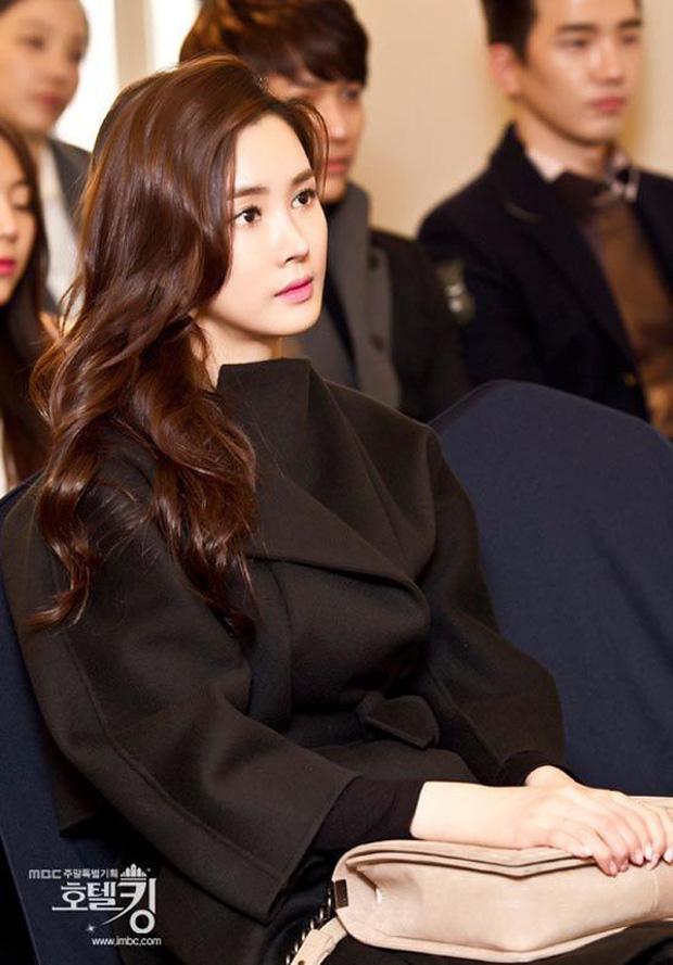 """Mỹ nhân dao kéo"""" thị phi nhất Kbiz Lee Da Hae: Hiện tượng 1 thời sụp đổ vì nghi án bán dâm, tình yêu bất ngờ với ca sĩ mát xa đèn mờ-7"""