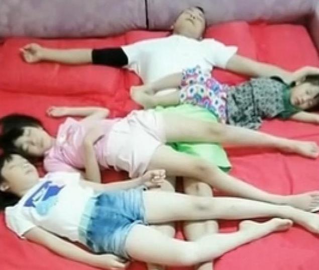 Nhận thấy điều bất thường trong bức ảnh chụp chồng và 3 con gái ôm nhau ngủ, người mẹ ngay lập tức quyết định cho con ngủ riêng-2