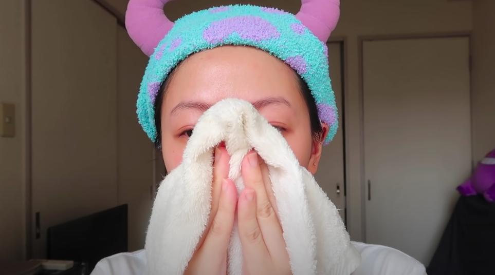 Beauty blogger người Nhật dạy cách trị mụn đầu đen ngay từ bước rửa mặt, nhấn mạnh việc nặn hay lột mụn sẽ khiến da lão hóa cực nhanh-5