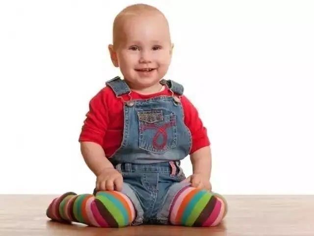 Giai đoạn đầu đời rất quan trọng, nếu muốn con có đôi chân dài và thẳng trong tương lai, cha mẹ cần tránh 4 hành vi nguy hiểm này-3