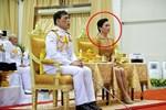 2 Hoàng hậu Thái Lan cùng nhau xuất hiện, chỉ qua một bức ảnh là thấy rõ địa vị hiện tại trong hậu cung đang nghiêng về bên nào-6