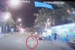 Clip: Bị nam thanh niên đi xe máy quấy rối, tài xế xe tải có pha trả đũa kinh hoàng tưởng chỉ có trong phim-2