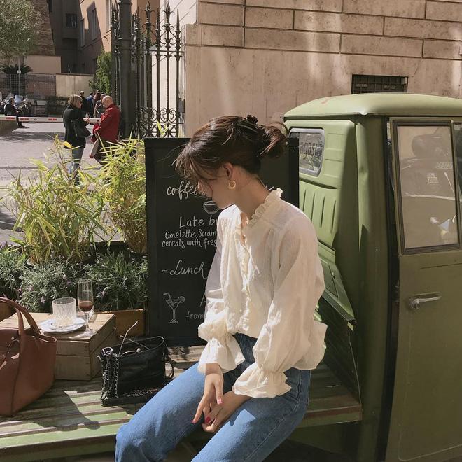 Sắm blouse trắng tiểu thư chanh sả rồi găm đủ 3 bí kíp mix đồ thì bạn sẽ thăng hạng phong cách ngay-2