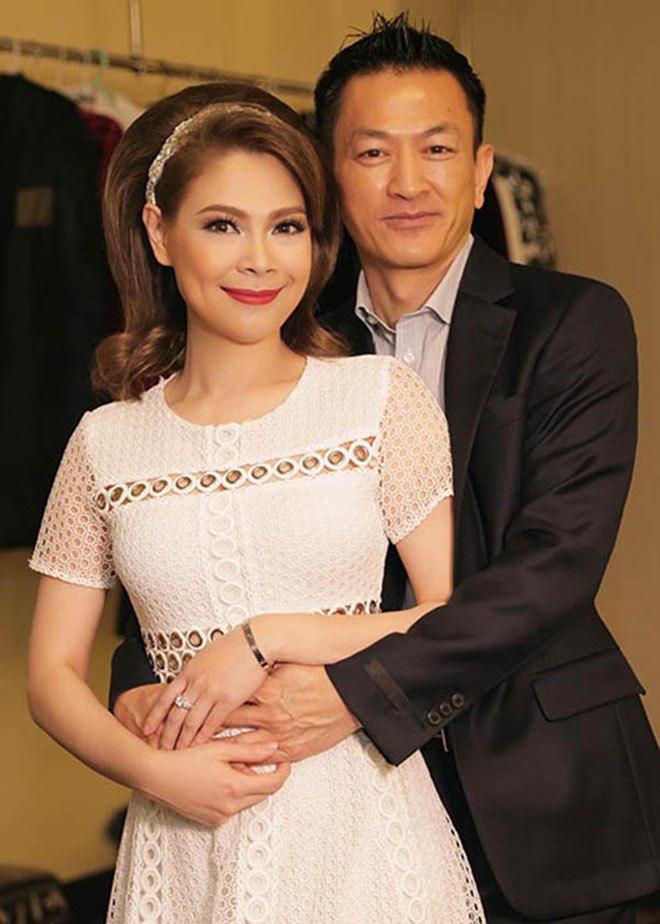 Đại gia 48 tuổi kết hôn với ca sĩ nổi tiếng, không quan tâm đến quá khứ scandal của vợ-1