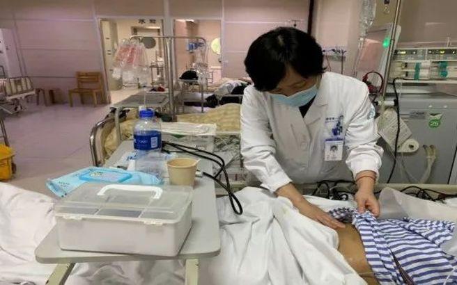 Chàng trai 18 tuổi phải vào viện chạy thận vì mỗi ngày đều uống thứ nước vạn người mê-1