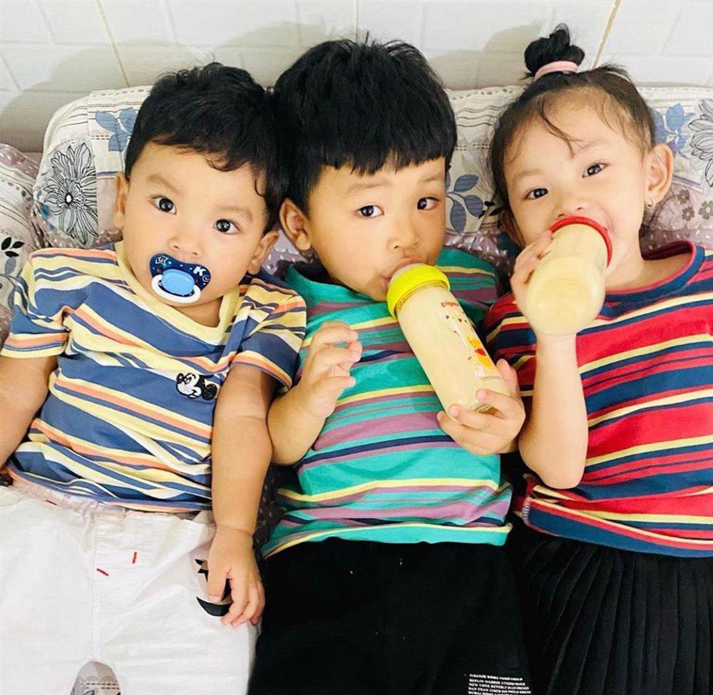 Chuẩn mẹ 3 con giàu có, Hải Băng rim tôm cho con bằng thứ gia vị đắt nhất thế giới-3
