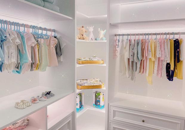 Cường Đô La lần đầu tự hé lộ tủ quần áo trong biệt thự tiền tỷ, bày cả dàn đồ sang trọng chẳng khác gì cửa hiệu-2