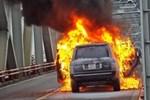 Hà Nội: Xác định danh tính tài xế thoát chết thần kỳ trong vụ cháy xe sang Range Rover trên cầu Chương Dương-4