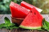 Muốn mua dưa hấu ngọt phải chọn quả cái, chọn sai dưa vừa nhạt vỏ lại dày
