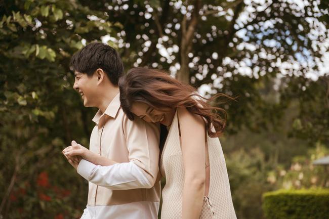 Vợ chồng Đông Nhi - Ông Cao Thắng tung bộ ảnh trước lúc lâm bồn nhưng lại gây tò mò vì không thấy bụng bầu đâu-3
