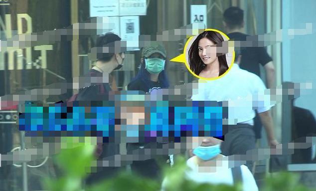 Triệu Vy tiếp tục bị tung ảnh cùng trai trẻ về căn hộ riêng-3