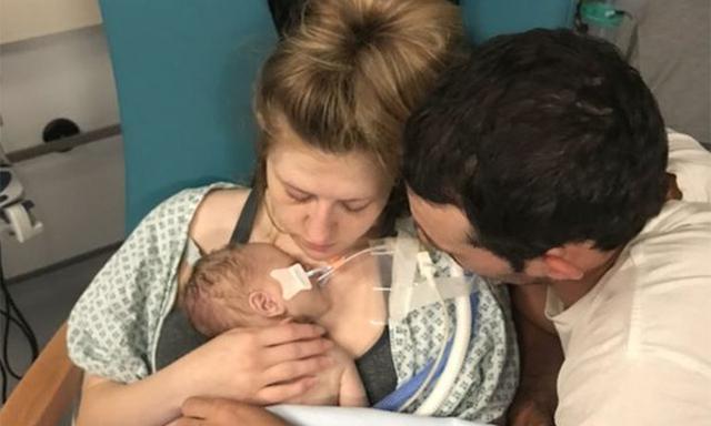 Đi đẻ mà nhân viên y tế đuổi về 3 lần vì lý do còn lâu mới đẻ, lúc lên bàn sinh, bé trai đã tử vong trước khi chào đời-1