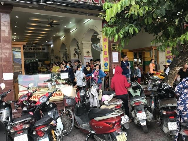 Dân Thủ đô dậy từ 5 giờ sáng, bắt tàu hỏa đi Hải Phòng mua bánh trung thu-1
