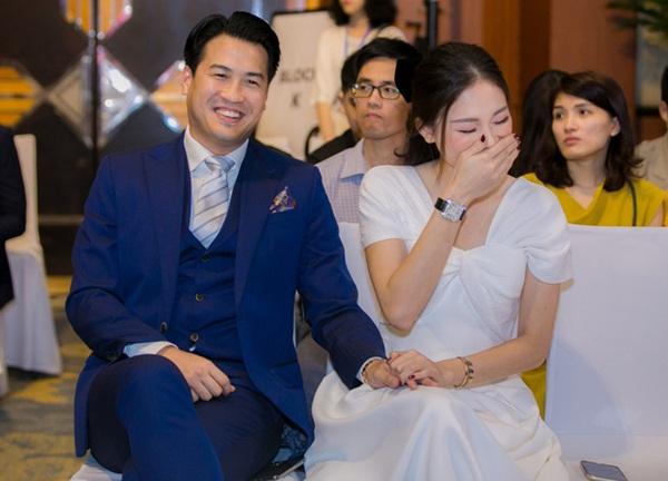 Linh Rin nắm chặt tay Phillip Nguyễn không rời, mang trang sức tiền tỷ tại sự kiện: Ra dáng dâu hào môn tương lai lắm rồi!-2