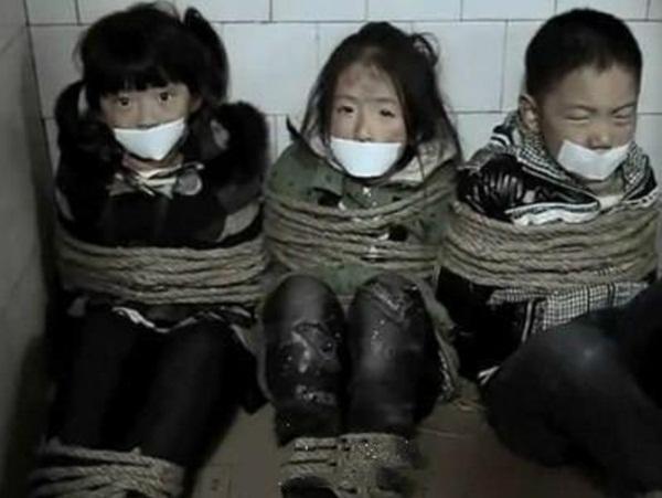 Ngành chăn dắt trẻ ăn xin ở Châu Á: Kẻ máu lạnh tạo ra những đứa bé khuyết tật và biến chúng thành cỗ máy kiếm tiền vô đạo đức-1