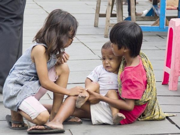 Ngành chăn dắt trẻ ăn xin ở Châu Á: Kẻ máu lạnh tạo ra những đứa bé khuyết tật và biến chúng thành cỗ máy kiếm tiền vô đạo đức-2