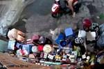 Video: Cụ bà kể chuyện người mẹ xúi con trộm tiền ở cửa hàng tạp hóa-1