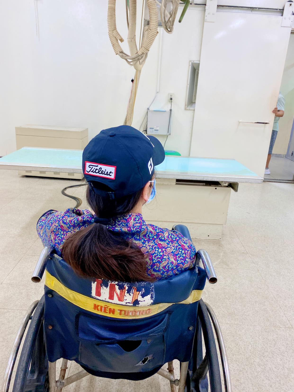 Nhật Kim Anh bất ngờ bị ngã rách dây chằng ở chân, phải ngừng công việc trong vòng 2 tuần-1