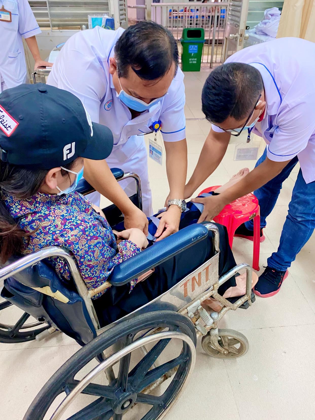 Nhật Kim Anh bất ngờ bị ngã rách dây chằng ở chân, phải ngừng công việc trong vòng 2 tuần-2