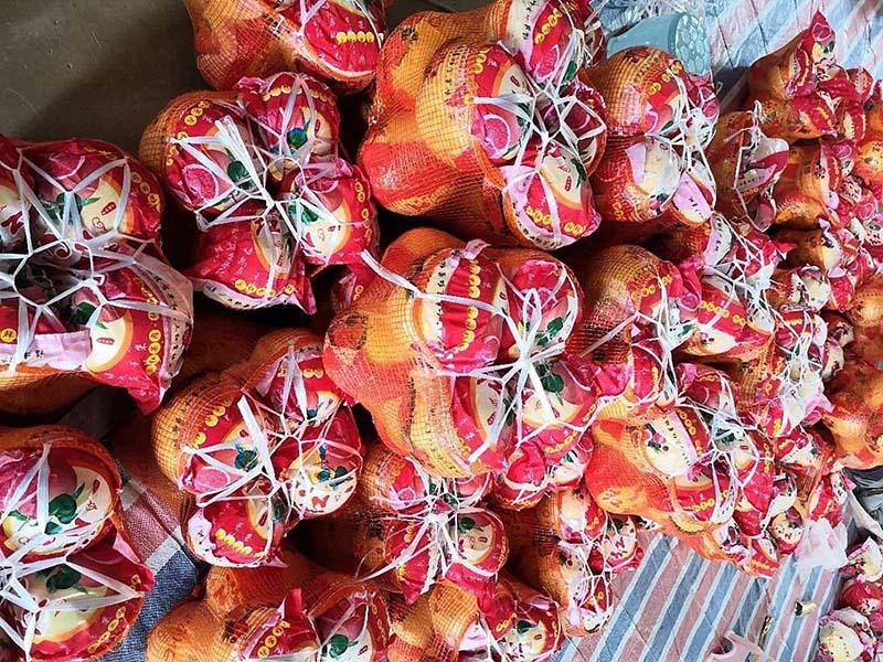 Bưởi Trung Quốc ruột đỏ au: Vỏ vàng không hạt, ngày bán cả tấn-1