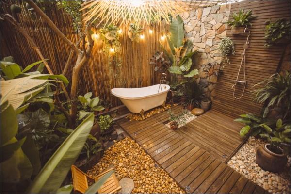 Cô gái tự tay thiết kế phòng tắm độc đáo nhất Vịnh Bắc Bộ, nhìn qua cứ ngỡ resort nơi nào!-5