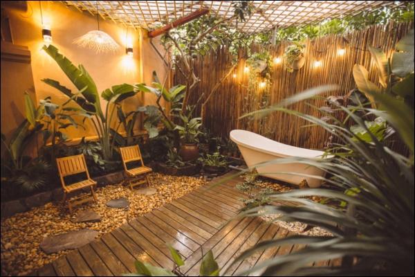 Cô gái tự tay thiết kế phòng tắm độc đáo nhất Vịnh Bắc Bộ, nhìn qua cứ ngỡ resort nơi nào!-7