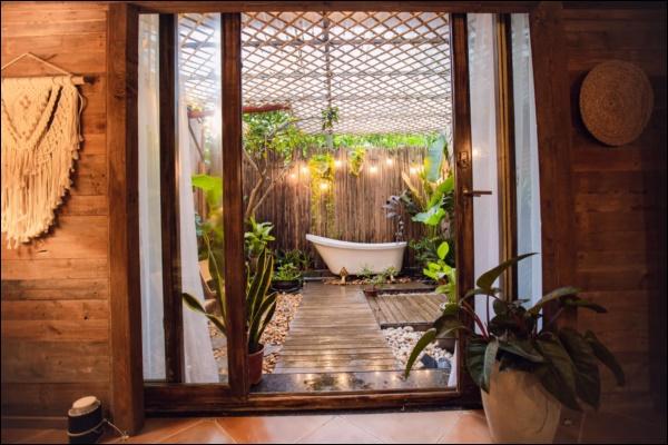 Cô gái tự tay thiết kế phòng tắm độc đáo nhất Vịnh Bắc Bộ, nhìn qua cứ ngỡ resort nơi nào!-10