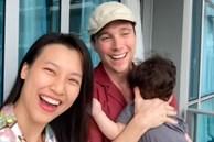 Hoàng Oanh tung clip hé lộ cuộc sống 14 ngày cách ly tại Singapore khi đưa con hội ngộ chồng Tây: Tình cảm ngọt ngào đáng ghen tỵ!