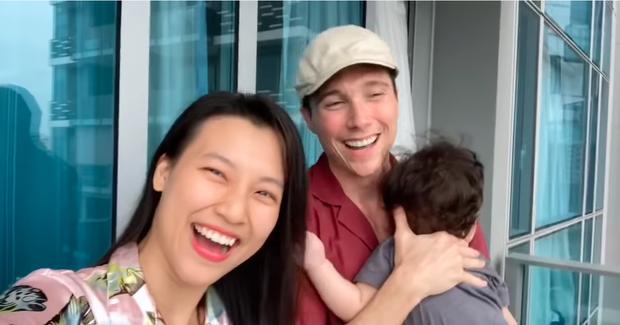 Hoàng Oanh tung clip hé lộ cuộc sống 14 ngày cách ly tại Singapore khi đưa con hội ngộ chồng Tây: Tình cảm ngọt ngào đáng ghen tỵ!-1