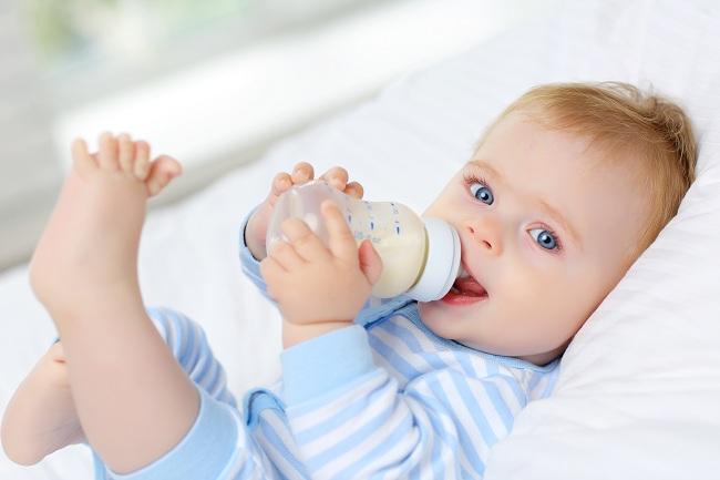 Nhiều người tích trữ sữa mẹ cho con dùng dần nhưng liệu đã biết bao lâu thì hết hạn sử dụng? Tích trữ thế nào mới an toàn?-6