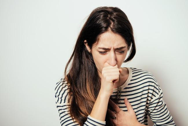 Bác sĩ chẩn đoán người phụ nữ này bị dị ứng theo mùa nhưng thực chất cô đang mắc ung thư phổi đã di căn vào não-1