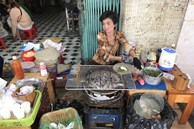Chủ quán bánh tráng nướng nổi tiếng Đà Lạt bị cảnh cáo vì chửi và thẳng thừng đuổi khách
