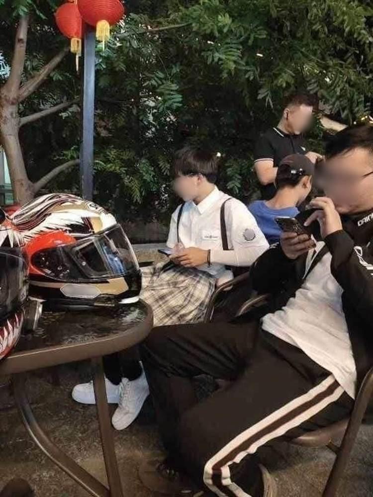 Chàng trai chạy 100km theo cô gái xinh đẹp đi xe phân khối lớn, nhưng khi thấy cô cởi mũ bảo hiểm liền suýt ngất vì chân tướng thật sự-3