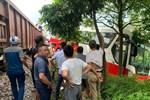 Thót tim khoảnh khắc tàu hoả đâm trúng xe 45 chỗ chở học sinh tiểu học ở Hà Nội-2