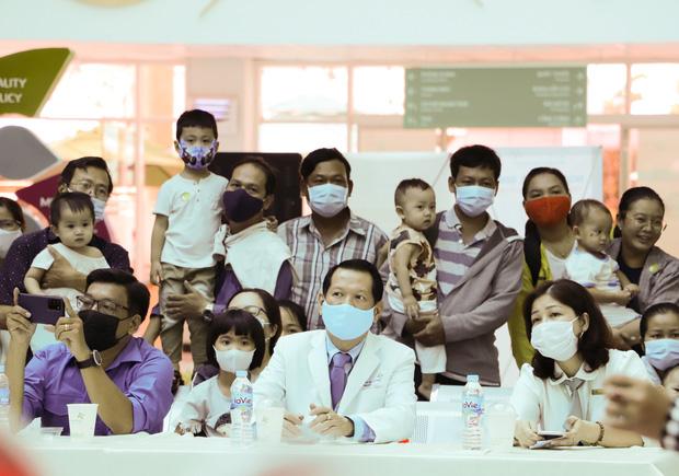 Bố mẹ Trúc Nhi - Diệu Nhi xúc động đón Trung thu đầu tiên với 2 con, tuần sau 2 bé xuất viện về nhà-4