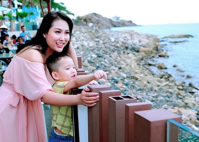 Chồng cũ lấy vợ mới, Phi Thanh Vân định đi kiện, U40 một mình nuôi con thành giỏi nhất trường-1