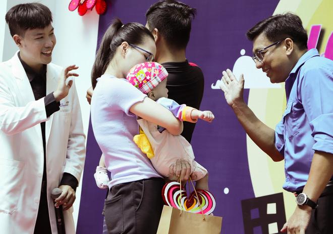 Bố mẹ Trúc Nhi - Diệu Nhi xúc động đón Trung thu đầu tiên với 2 con, tuần sau 2 bé xuất viện về nhà-14