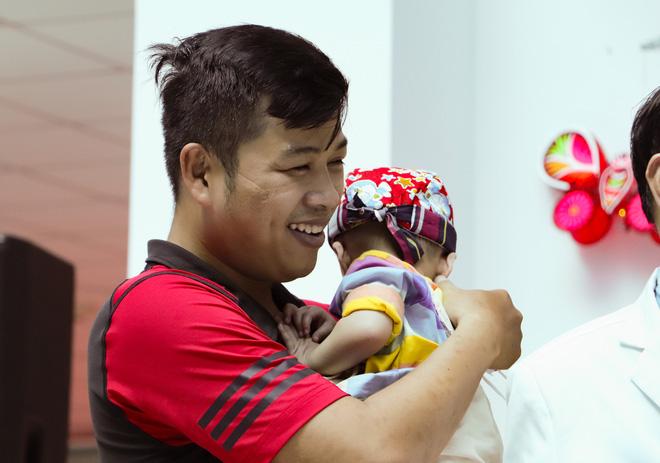 Bố mẹ Trúc Nhi - Diệu Nhi xúc động đón Trung thu đầu tiên với 2 con, tuần sau 2 bé xuất viện về nhà-17