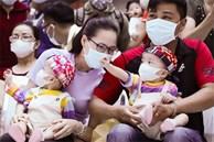 Bố mẹ Trúc Nhi - Diệu Nhi xúc động đón Trung thu đầu tiên với 2 con, tuần sau 2 bé xuất viện về nhà