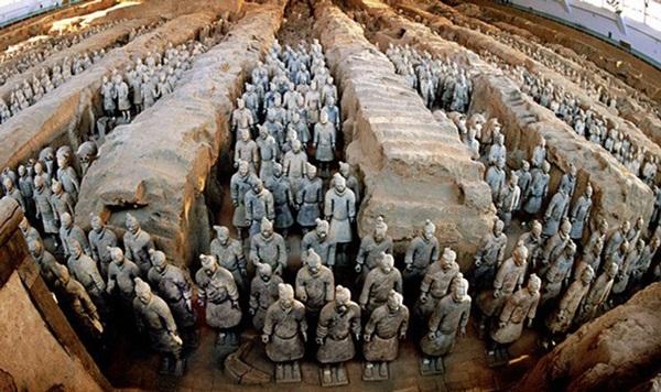 Vì sao những phi tần bị chôn sống cùng Tần Thủy Hoàng đều trong tư thế không khép chân?-1