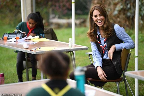 Xuất hiện trong cùng một ngày, Meghan đưa ra tuyên bố thách thức dư luận còn Công nương Kate thể hiện đẳng cấp khác biệt-3