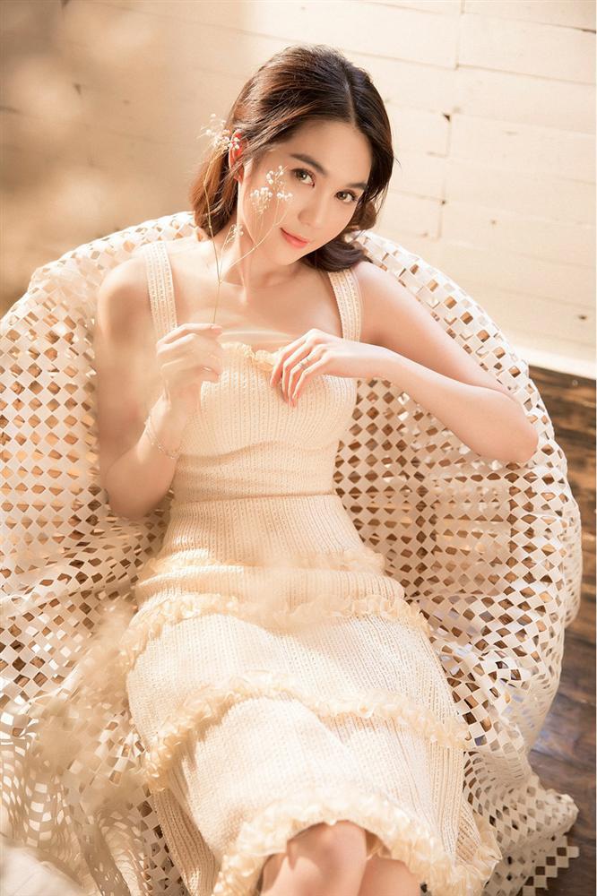 Rũ bỏ phong cách phong cách sexy, Ngọc Trinh hóa nàng thơ ngọt ngào-2