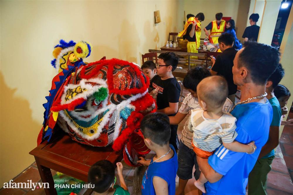 Ngôi làng chỉ cách Hà Nội 20km nhưng mỗi năm tổ chức thổi lửa, múa sư tử suốt 3 đêm để đón Trung thu, lộ ra khung cảnh siêu hùng tráng mà ai cũng ước được dự một lần-2