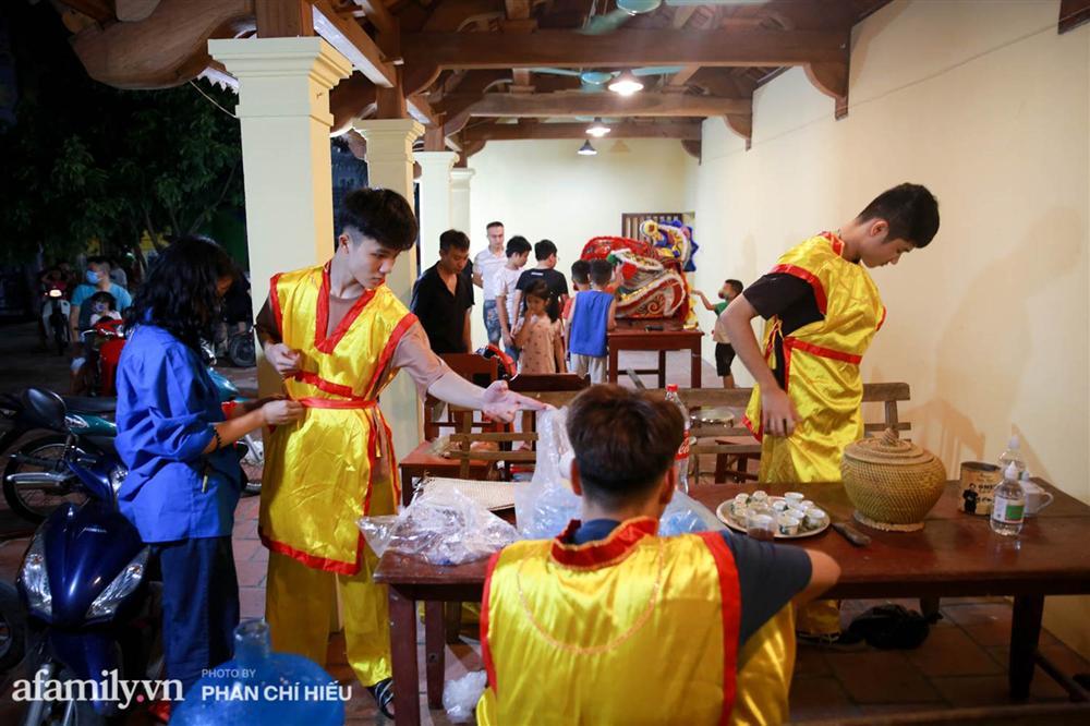 Ngôi làng chỉ cách Hà Nội 20km nhưng mỗi năm tổ chức thổi lửa, múa sư tử suốt 3 đêm để đón Trung thu, lộ ra khung cảnh siêu hùng tráng mà ai cũng ước được dự một lần-5