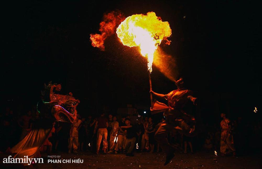 Ngôi làng chỉ cách Hà Nội 20km nhưng mỗi năm tổ chức thổi lửa, múa sư tử suốt 3 đêm để đón Trung thu, lộ ra khung cảnh siêu hùng tráng mà ai cũng ước được dự một lần-7