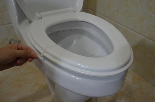 Tiện tay để dây rút nhựa trong nhà vệ sinh, vừa thiết thực lại tiết kiệm khối tiền mỗi năm-3