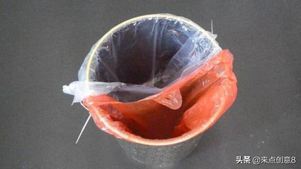 Tiện tay để dây rút nhựa trong nhà vệ sinh, vừa thiết thực lại tiết kiệm khối tiền mỗi năm-13