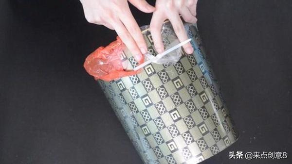 Tiện tay để dây rút nhựa trong nhà vệ sinh, vừa thiết thực lại tiết kiệm khối tiền mỗi năm-14