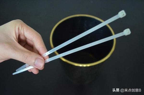 Tiện tay để dây rút nhựa trong nhà vệ sinh, vừa thiết thực lại tiết kiệm khối tiền mỗi năm-7
