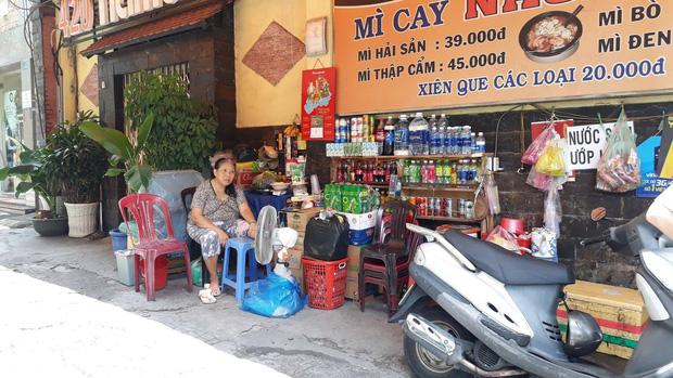 Đã bắt được người phụ nữ chở con dàn cảnh trộm túi tiền của cụ bà bán tạp hóa ở Sài Gòn-2